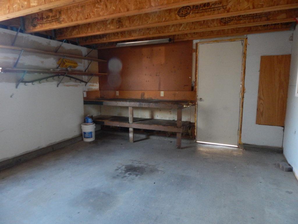 265 Circle garage
